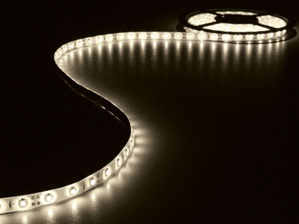 Flexible 300 leds type 3528 5m x 10mm blanc chaud 12v 24w